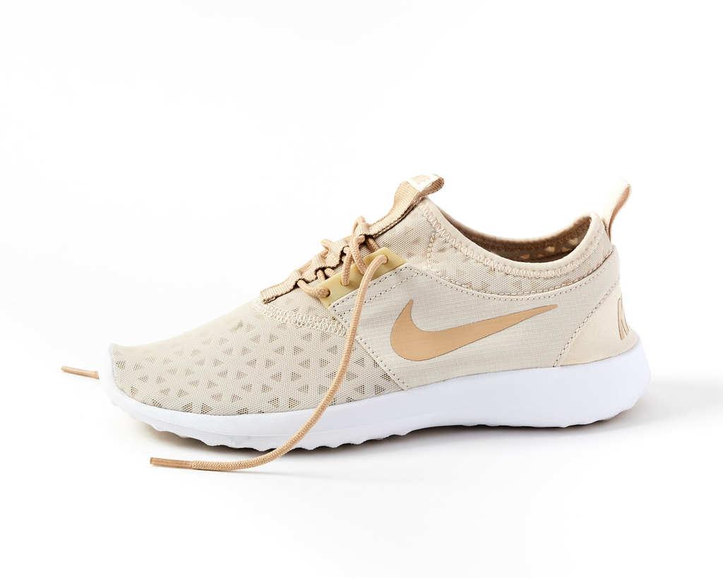 1050d6b4f312 Nike Air Max Kantara running shoes - Women s size 7.5. Show Item Image