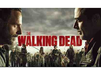 Walking Dead Poster with Signatur esand Great Frame Up Gift Card