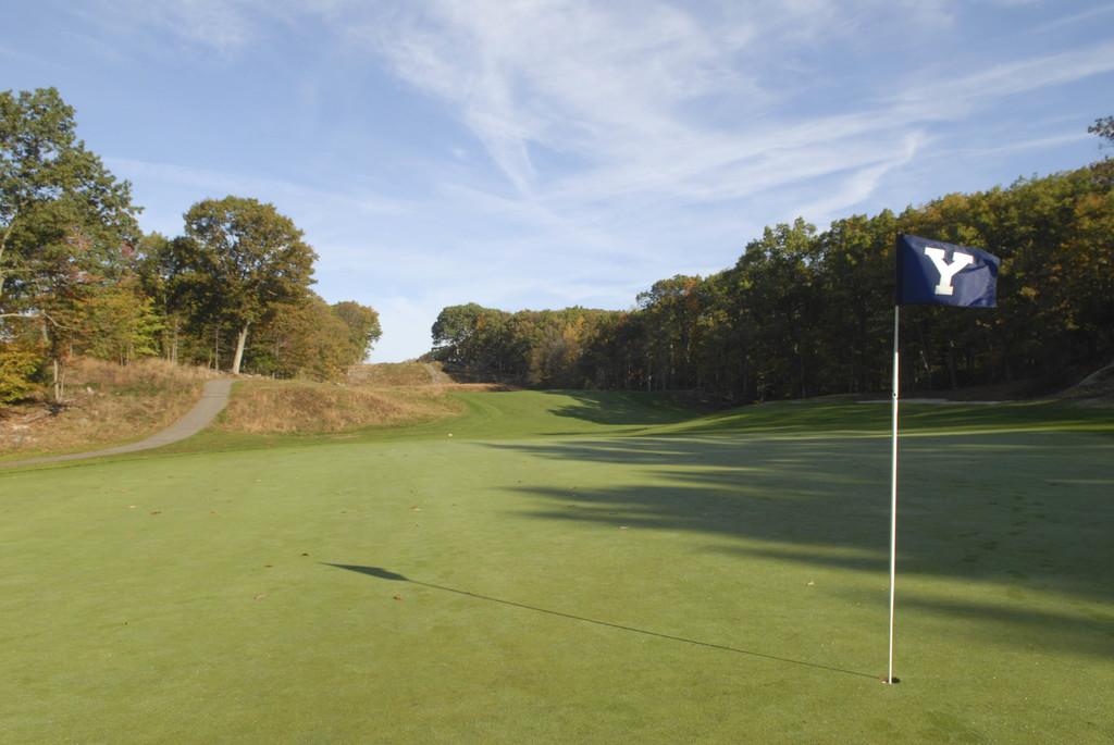 descriptive essay about a golf course